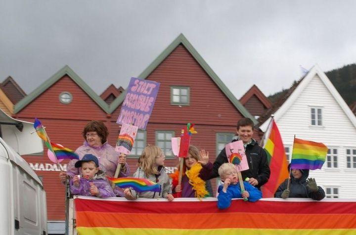 kids_gay_parade_01
