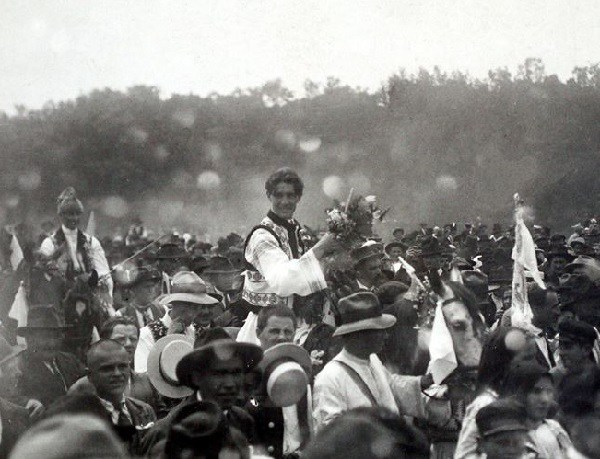 capitanul-miscarii-legionare-corneliu-zelea-codreanu-la-nunta-sa-focsani-14-iunie-1925