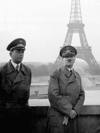 Adolf Hitler la Turnul Eiffel